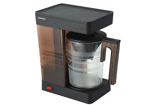 这台咖啡机,除了外观设计简约有型,使用原木之外,一些小设计也颇具